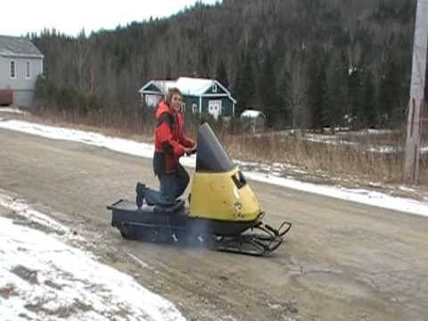Arctic Cat Skidoo >> kid on ski-doo Elan jumping a hill - YouTube