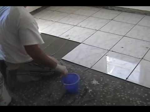 Jugando a poner el piso youtube Como colocar ceramica en pared