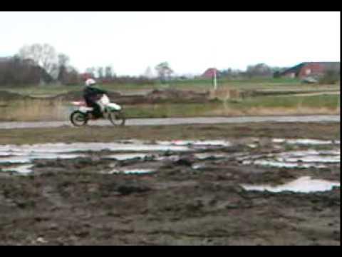 Adri en Jitse oan 't crossen, Dirtbikes!