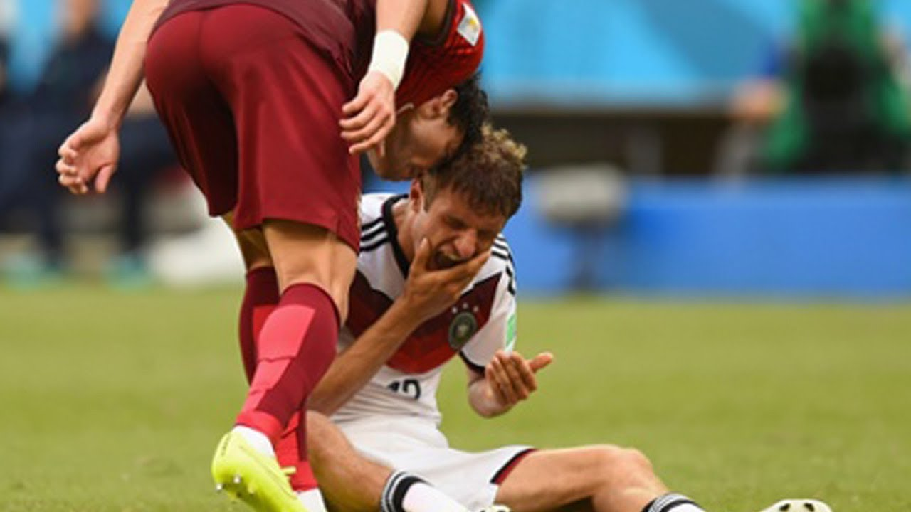 Pepe Headbutts Thomas Muller - World Cup 2014 - YouTube