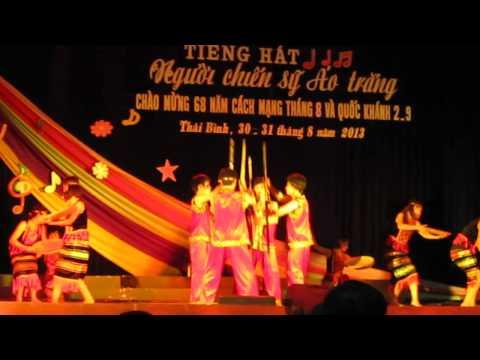 Múa Tiếng chày trên sóc Bom Bo