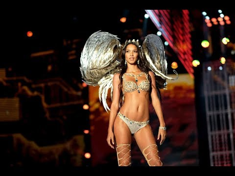 Top 10 Runway Moments from the 2017 Victoria's Secret Fashion Show