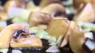 Паста с копченой курицей и грибами