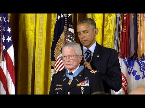 Obama awards Vietnam vet Charles Kettles with Medal of Honor