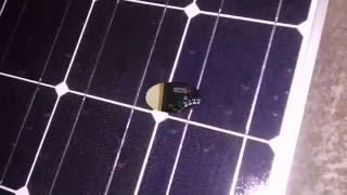 Сколько вольт выдают две солнечные панели ночью  при ясной Луне(Сижу смотрю youtube, решил включить Контроллер проверить напряжение АКБ и смотрю он показывает приходящее..., 2016-09-16T21:28:52.000Z)