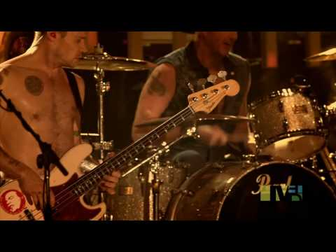 Give It Away Live In Milan (HD 720p)