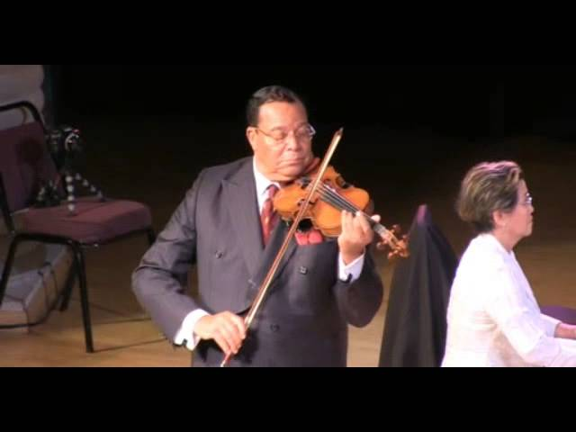 Minister Farrakhan Performs at Benefit Concert