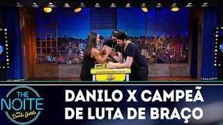 Danilo x campeã brasileira de luta de braço | The Noite (17/04/18)