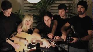 Repeat youtube video Somebody That I Used to Know   Walk off the Earth (Gotye   Cover) subtitulada ingles y español