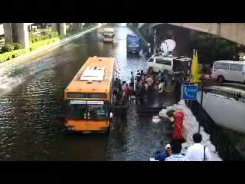 Vibhavadi Road inundagted Tuesday