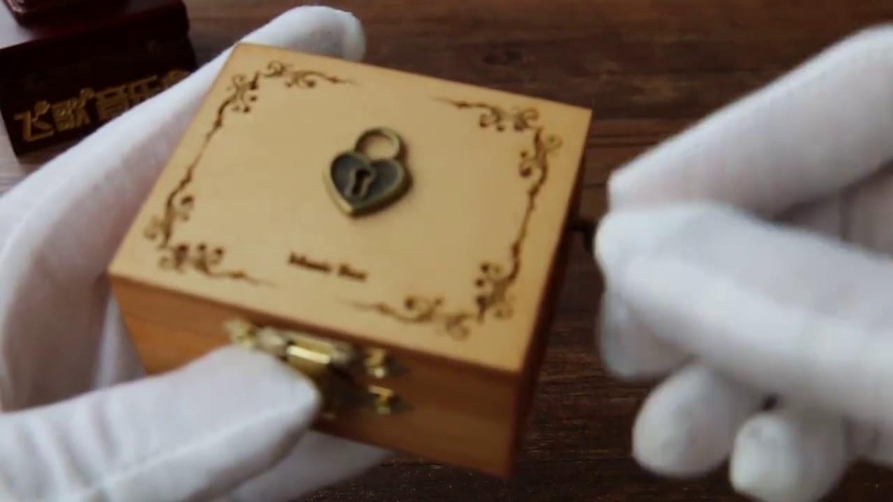 Hộp nhạc gỗ quay tay cổ điển – Quatructuyen.com