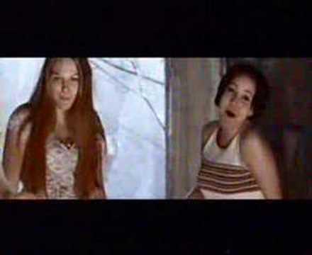 ultra-bra-tyttojen-valisesta-ystavyydesta-ahamatti