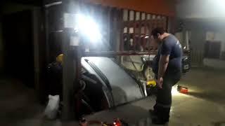 Insólito: un auto cayó en un ascensor y lo rescató bomberos