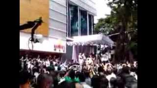How Crowd Gone Crazy for Aishwarya Rai in Surat