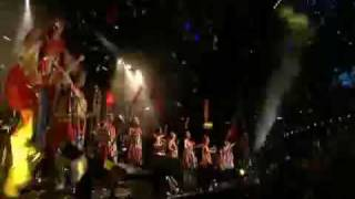 BJORK Declare Independence live with Tibetan flag