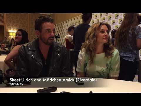 : Skeet Ulrich and Mädchen Amick Riverdale
