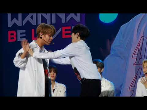 180119 Jihoon and sungwoon hand pushing game WANNA ONE IN KL FANMEET