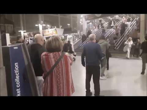 Ledakan Bom di Konser Ariana Grande di Manchester Mp3