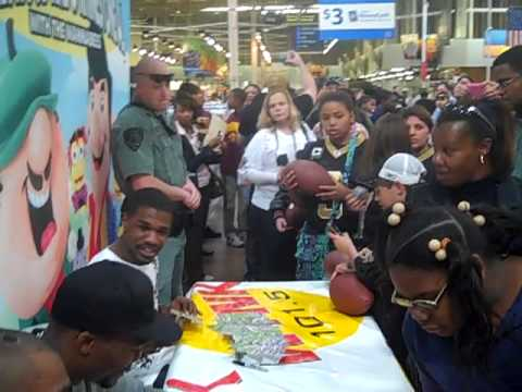 Scott S Hugs For Haiti Saints Players Invade Baton Rouge Wal Mart