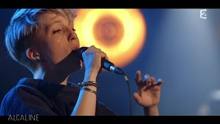 Alcaline, le Concert : Jeanne Added - Look At Them en live