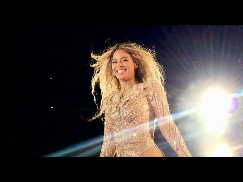 Beyoncé [Looks At Camera] During HALO - Formation World Tour - Seattle - 05/18/16
