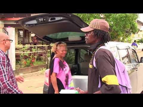 Stg. 1 voor 12 ism Compa Car Rental doneren voeding aan daklozen