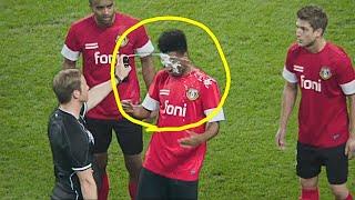10 смешных случаев с футбольными судьями