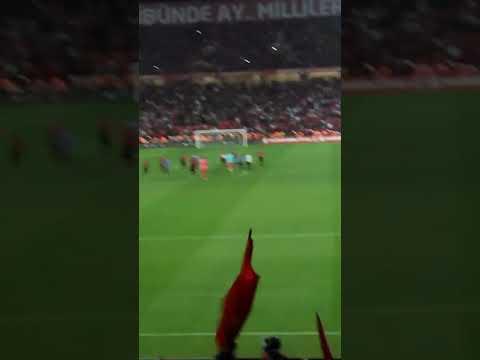 Türkiye  Hırvatistan maçı sonu milli takımın seyircileri kutlaması