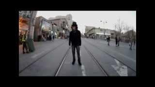 Reverse Homme marche  lenvers - Vido impressionnante