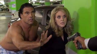 Arriaga logra impedir que secuestren a Victoria pero le disparan y cae mal herido