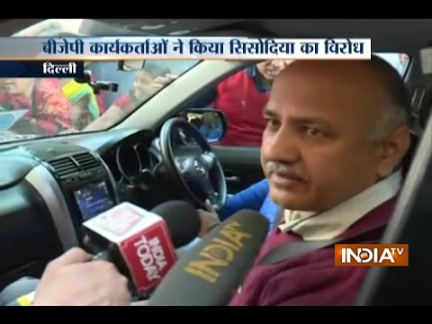 BJP Workers Show Black Flag to Manish Sisodia in Delhi