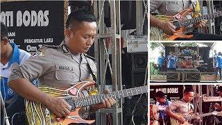 Video Kereen  Polisi  Maen Gitar, Bikin Pengunjung Melongo download MP3, 3GP, MP4, WEBM, AVI, FLV Juni 2018
