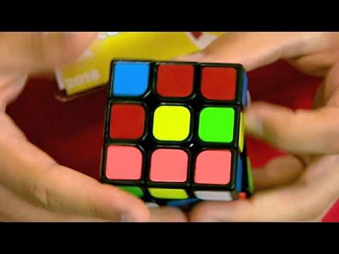شاهد: 600 شخص يتنافسون على حل -المكعبات الملونة-  - نشر قبل 1 ساعة