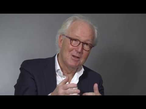 Före detta riksbankschef Lars Heikensten intervjuas