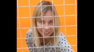 Что сделали еноты с девушкой в клетке