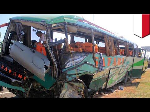 Kecelakaan Maut 12 Maut Tewas, Disebabkan Oleh Penumpang Serang Sopir - TomoNews