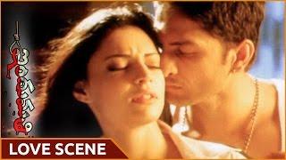 Indumathi Movie || Swetha Bahardwaj & Her Boyfriend Superb Love Scene || Shalimarmovies