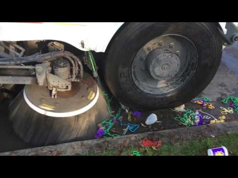 Cleaning up New Orleans Mardi Gras 2017
