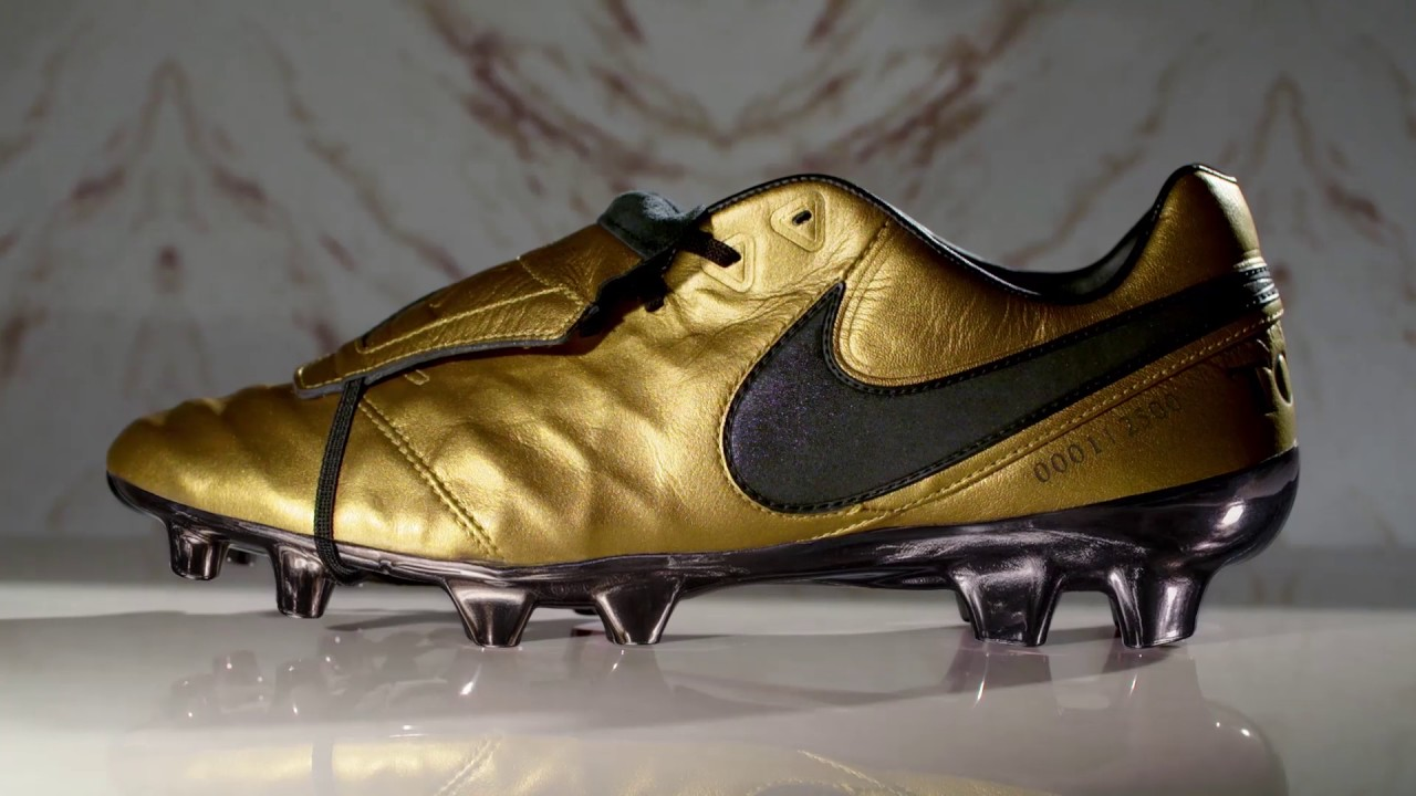 official photos ee2b7 3ab14 Nike Tiempo Totti gold