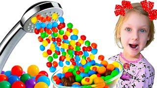 Ястася и волшебный душ из конфет и шаров.