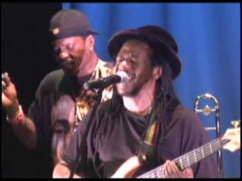 Hotel California - Gizzae Reggae - Live 2009