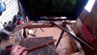 Как нагреть арматуру электродом что бы загнуть(Когда нет под рукой горелки, можно использовать электросварку, что бы подогреть арматуру и загнуть под..., 2016-11-04T10:35:52.000Z)
