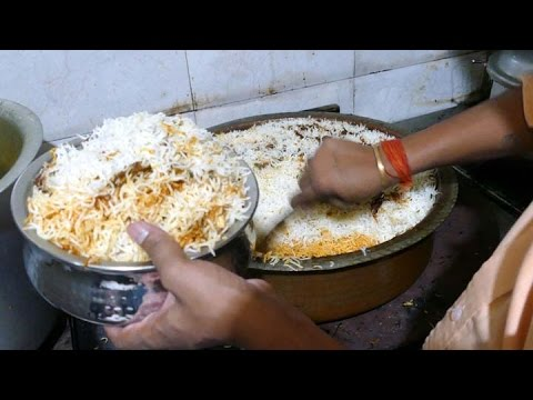 HYDERABAD CHICKEN DUM BIRYANI - Paradise KITCHEN - MUMBAI STREET FOOD - 4K VIDEO