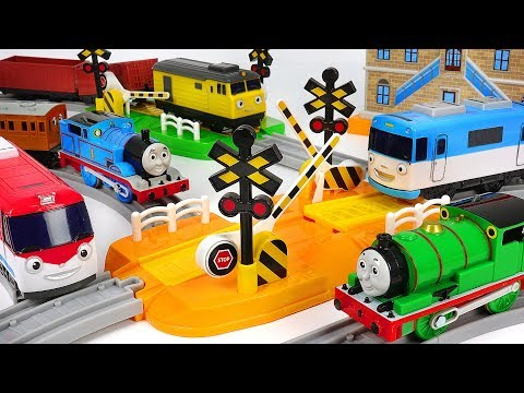 Let's make a rail to the Titipo Control Center! Rail-play set with Thomas! #PinkyPopTOY
