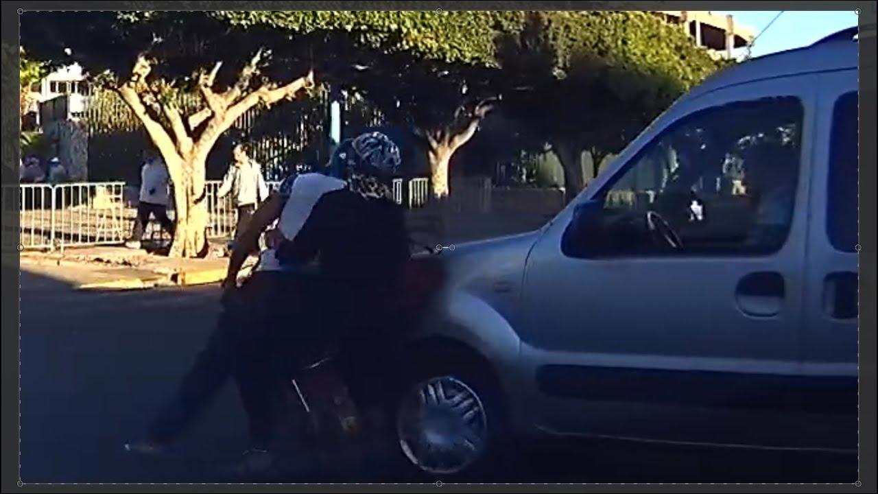 سيارة تدهس دراجة نارية بالبيضاء A car hits a motorcycle in Casablanca, Morocco