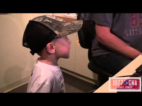 Luke Bryan Surprises 4-Year-Old Fan With Asperger's Syndrome
