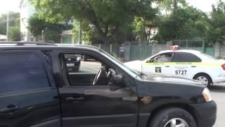 Beat la volanul unui jeep. Era cât pe că să tamponeze mașina unui polițist