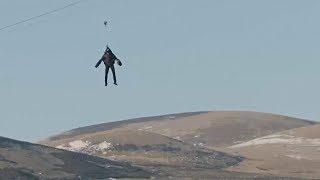 В реактивном костюме по самому быстрому зиплайну: новый полёт «человека-ракеты»
