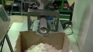 樹脂粉砕材のロスイン計量スクリューフィーダー thumbnail