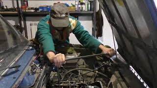 Что стучит в двигателе автомобиля и куда уходит масло ?